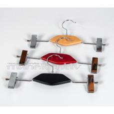 Drēbju, bikšu pakaramais ar 2 knaģiem, ar dekoratīvu koka elementu