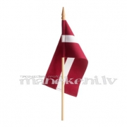 Latvijas karodziņš 15 x 30 cm, ar koka kātu un uzgali